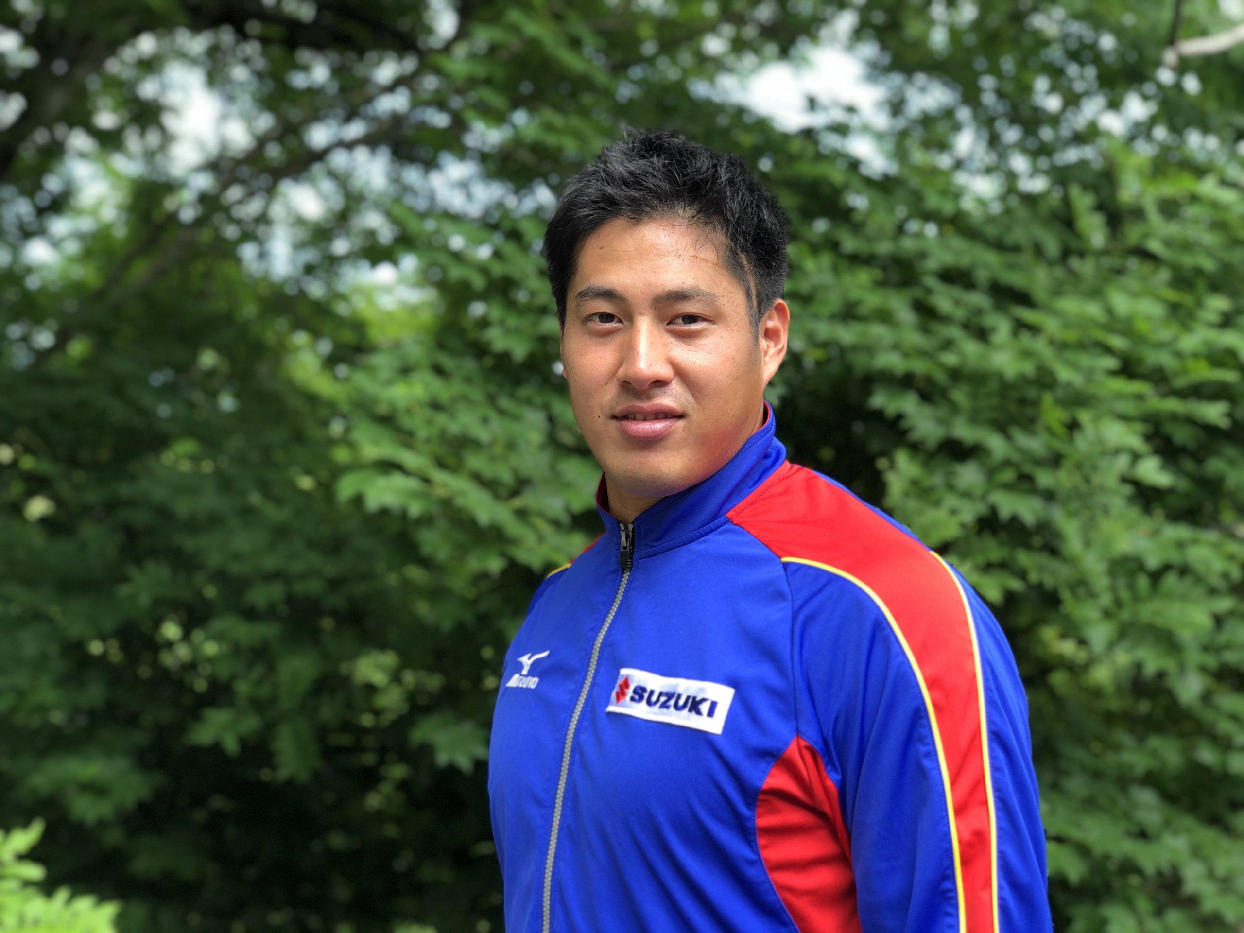 選手写真:新井 涼平